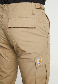 Carhartt WIP - AVIATION PANT COLUMBIA - Pantalon cargo - sand - 4