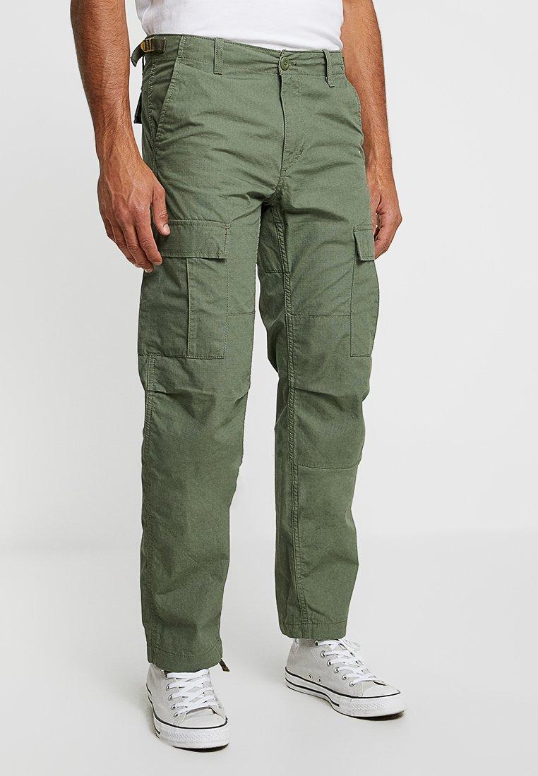 Carhartt WIP - AVIATION PANT COLUMBIA - Pantalon cargo - dollar green rinsed