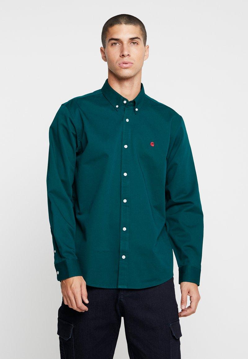 Carhartt WIP - MADISON - Skjorter - dark fir/merlot