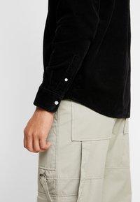Carhartt WIP - MADISON SHIRT - Skjorter - black - 5
