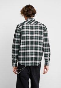 Carhartt WIP - LINVILLE - Koszula - chrome green/wax - 2