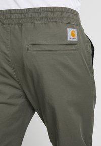 Carhartt WIP - MADISON JOGGER TRABUCO - Pantalon classique - moor rinsed - 4