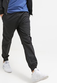 Carhartt WIP - MADISON JOGGER TRABUCO - Trousers - black rinsed - 3