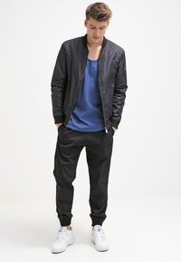 Carhartt WIP - MADISON JOGGER TRABUCO - Trousers - black rinsed - 1
