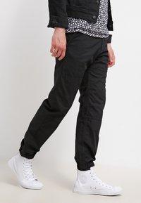 Carhartt WIP - MARSHALL COLUMBIA - Pantalon classique - black rinsed - 3