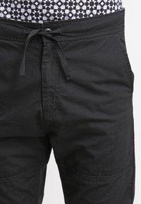 Carhartt WIP - MARSHALL COLUMBIA - Pantalon classique - black rinsed - 4