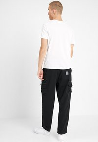 Carhartt WIP - ELMWOOD PANT MECHANICAL STRETCH - Reisitaskuhousut - black - 2