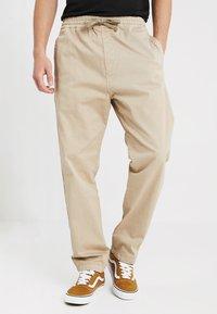 Carhartt WIP - LAWTON PANT VESTAL - Pantalones - wall - 0