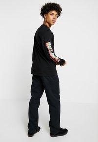 Carhartt WIP - LAWTON PANT VESTAL - Pantalones - black - 2