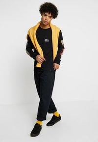 Carhartt WIP - LAWTON PANT VESTAL - Pantalones - black - 1