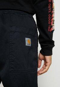 Carhartt WIP - LAWTON PANT VESTAL - Pantalones - black - 5