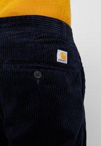 Carhartt WIP - MENSON PANT - Kalhoty - dark navy rinsed - 5