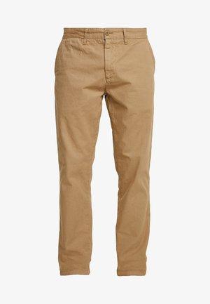 JOHNSON PANT KINGSVILLE - Spodnie materiałowe - sand