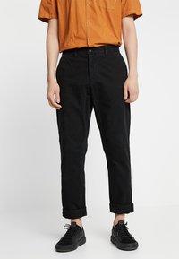 Carhartt WIP - JOHNSON PANT KINGSVILLE - Pantalones - black - 0