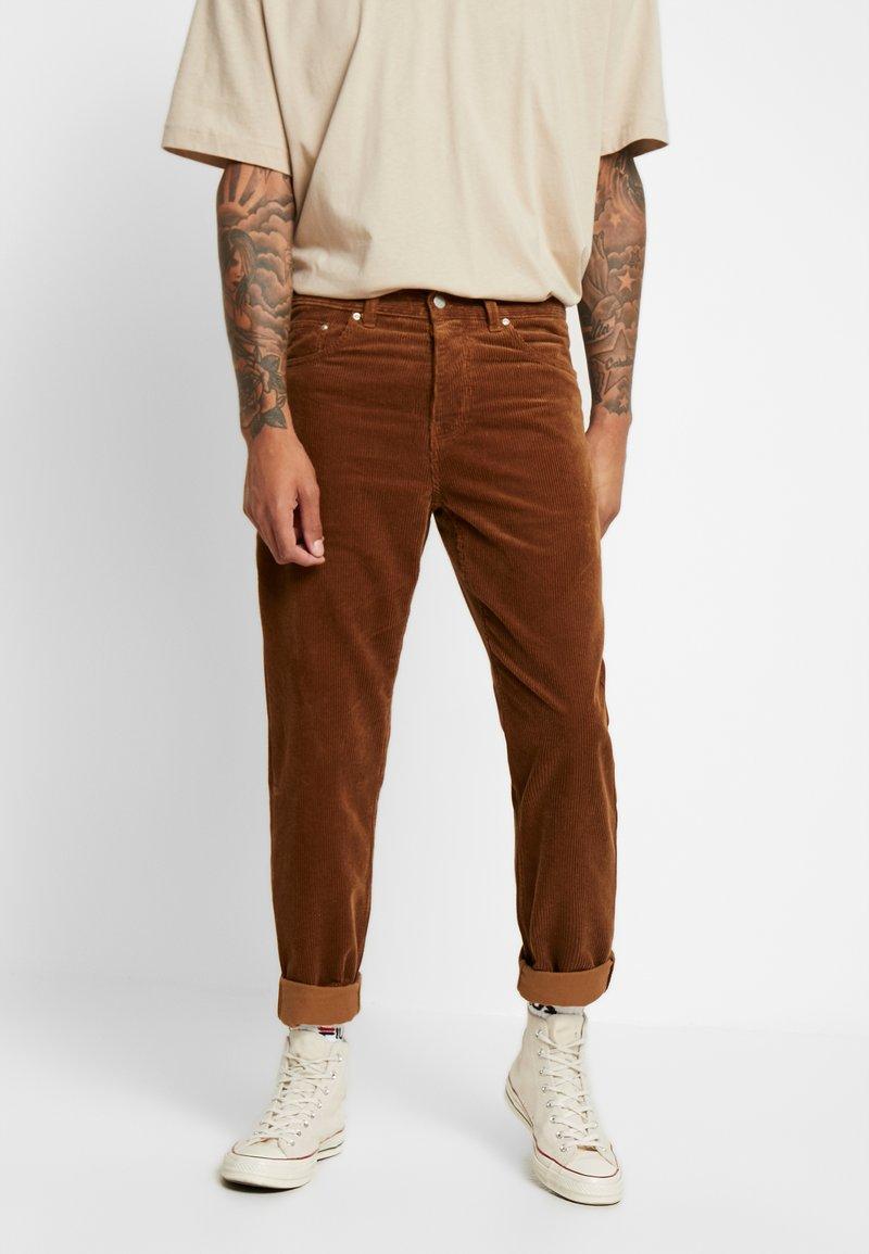 Carhartt WIP - NEWEL PANT - Tygbyxor - hamilton brown rinsed
