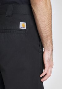 Carhartt WIP - PANT DUNMORE - Chinot - black rinsed - 4