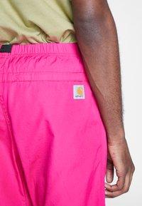 Carhartt WIP - CLOVER PANT LANE - Tygbyxor - ruby pink rinsed - 3