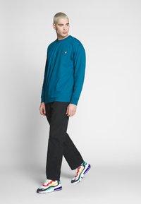 Carhartt WIP - CLOVER PANT LANE - Trousers - black rinsed - 1