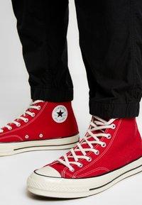 Carhartt WIP - COLEMAN PANTS - Trousers - black/wax - 4