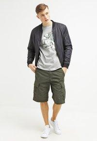Carhartt WIP - COLUMBIA - Shorts - cypress rinsed - 1