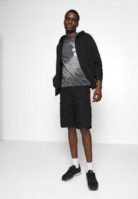 Carhartt WIP - AVIATION COLUMBIA - Shorts - black rinsed - 1