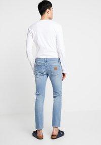 Carhartt WIP - REBEL PANT SPICER - Slim fit -farkut - blue worn bleached - 2