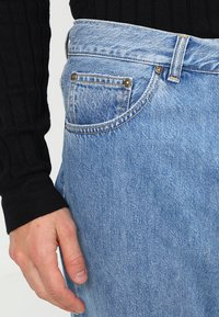 Carhartt WIP - NEWEL PANT MILTON - Relaxed fit jeans - blue stone bleached - 3