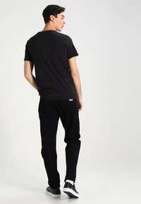 Carhartt WIP - NEWEL PANT MAITLAND - Relaxed fit jeans - black rinsed - 2