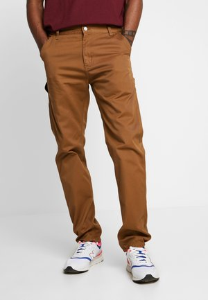 RUCK SINGLE KNEE PANT - Jeansy Relaxed Fit - hamilton brown rinsed