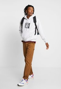 Carhartt WIP - RUCK SINGLE KNEE PANT - Jeans Relaxed Fit - hamilton brown rinsed - 1