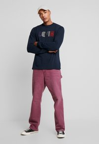 Carhartt WIP - SINGLE KNEE PANT DEARBORN - Jeans Straight Leg - dusty fuchsia aged - 1