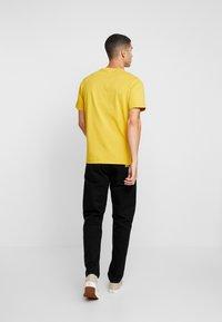 Carhartt WIP - POCKET - T-shirt basic - colza - 2