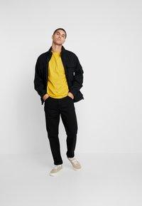 Carhartt WIP - POCKET - T-shirt basic - colza - 1