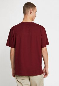 Carhartt WIP - POCKET - T-shirt basic - cranberry - 2