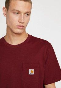 Carhartt WIP - POCKET - T-shirt basic - cranberry - 4