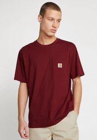 Carhartt WIP - POCKET - T-shirt basic - cranberry - 0