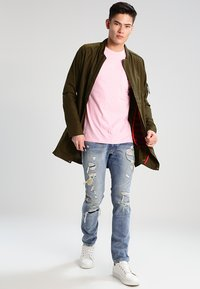 Carhartt WIP - POCKET - T-shirt basic - vegas pink - 1