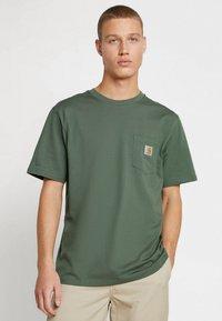 Carhartt WIP - POCKET - T-shirt basic - adventure - 0