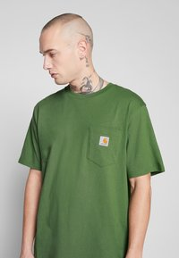 Carhartt WIP - POCKET - T-shirt - bas - dollar green - 4