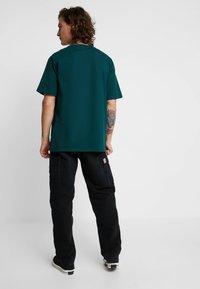 Carhartt WIP - SCRIPT - T-shirt print - dark fir/black - 2