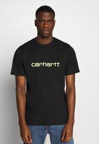Carhartt WIP - SCRIPT - T-shirt imprimé - black/lime - 0