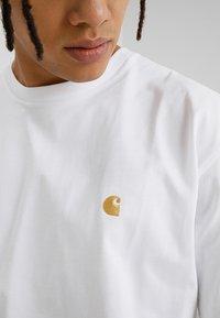 Carhartt WIP - CHASE  - Jednoduché triko - white/gold - 4