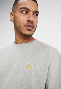 Carhartt WIP - CHASE  - T-shirt basic - grey heather - 4
