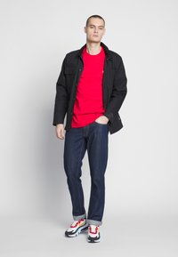 Carhartt WIP - CHASE  - Basic T-shirt - etna red / gold - 1