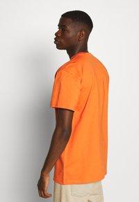 Carhartt WIP - CHASE  - T-shirt basique - clockwork/gold - 2