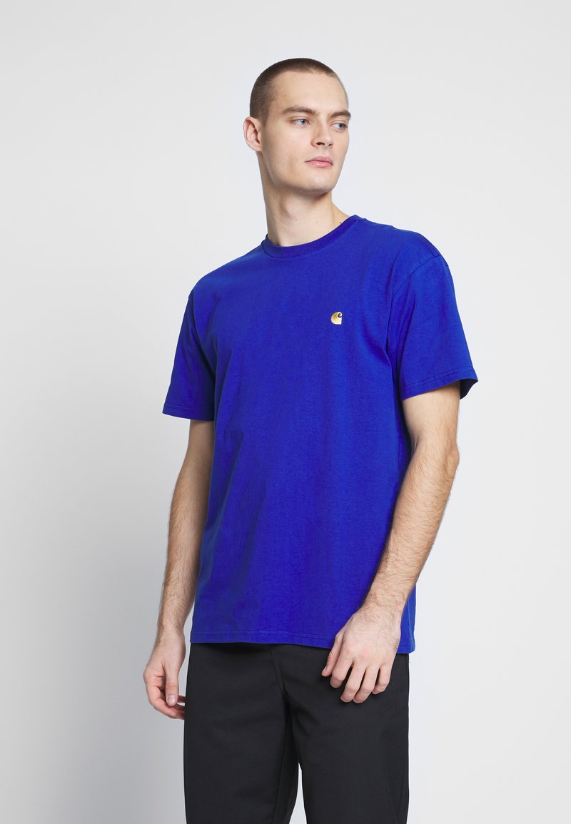 Carhartt WIP - CHASE  - T-shirt - bas - submarine / gold