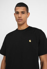 Carhartt WIP - CHASE  - T-paita - black/gold - 4