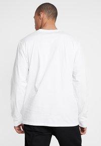 Carhartt WIP - BASE - Bluzka z długim rękawem - white/black - 2