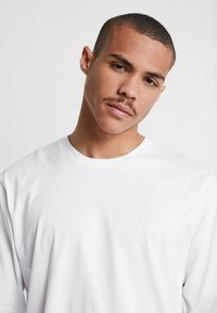 Carhartt WIP - BASE - Bluzka z długim rękawem - white/black - 3