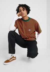 Carhartt WIP - BARKLEY POCKET  - T-shirt print - dragon/clivia - 1